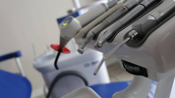 Protetyka stomatologiczna, implantologia, stomatologia estetyczna
