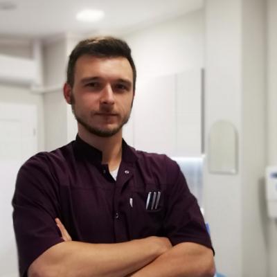 dr Jakub Bękarciak dentysta Wrocław
